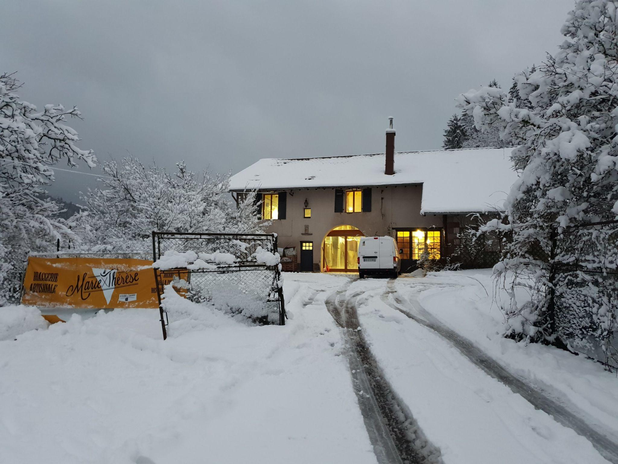 La brasserie en hiver sous la neige